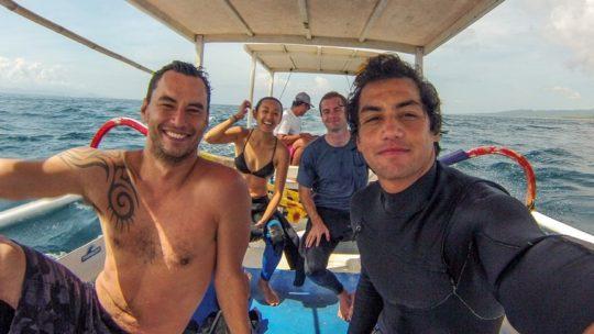 nusa lembongan bali monkey surfing school