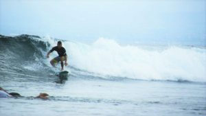 surf lesson for intermediate surfer in lembongan