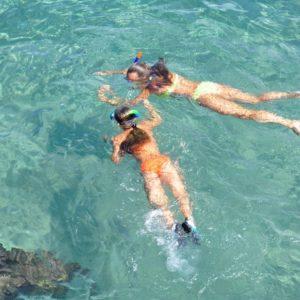 girls snorkeling in nusa lembongan
