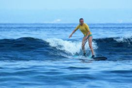 beginner surf lesson lembongan