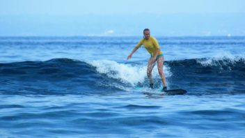 Surfing Lessons Lembongan