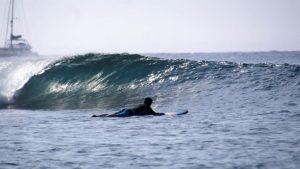 beginner surf lesson in tamarind